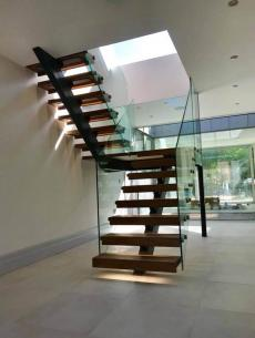 uploads/projects/69/Anthracite grey steel spine stairs Main.jpeg